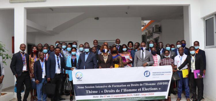 50 membres de 25 partis politiques formés aux droits de l'homme et aux élections